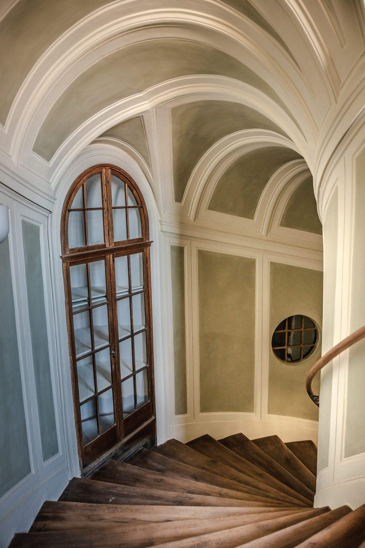 BUNG Zámek Doksy schodiště chodba
